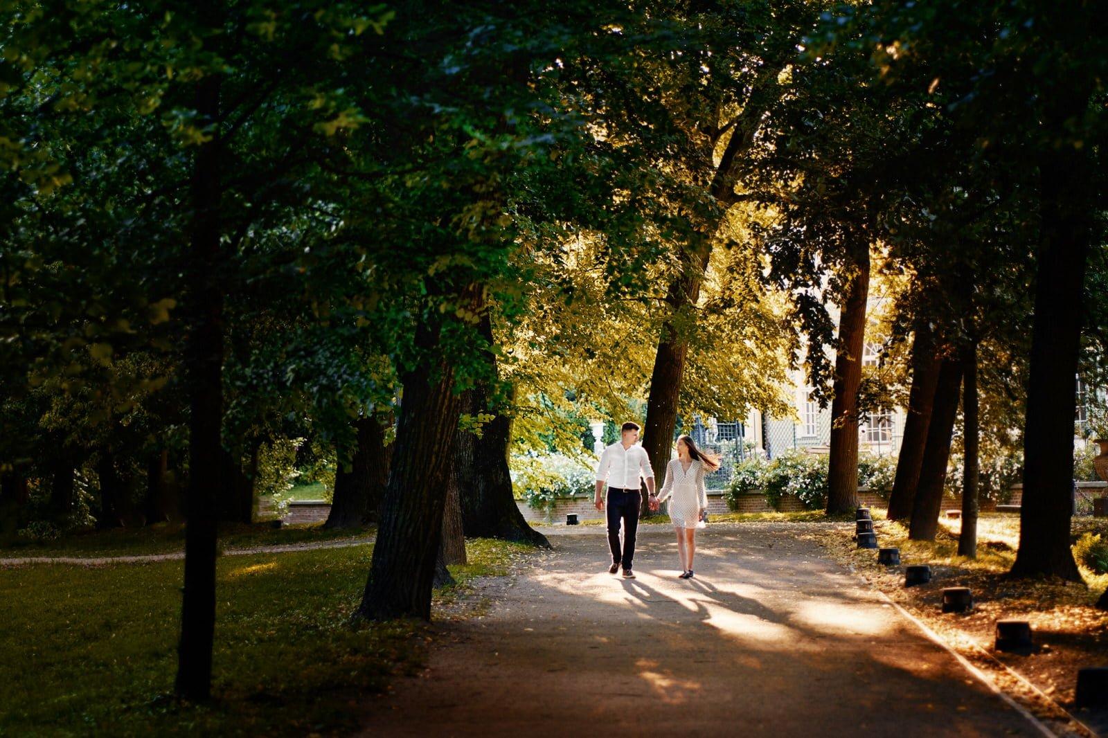 sesja narzeczeńska w parku